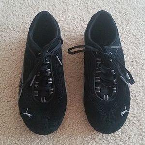 Womens Black PUMA athletic shoes size 6.5